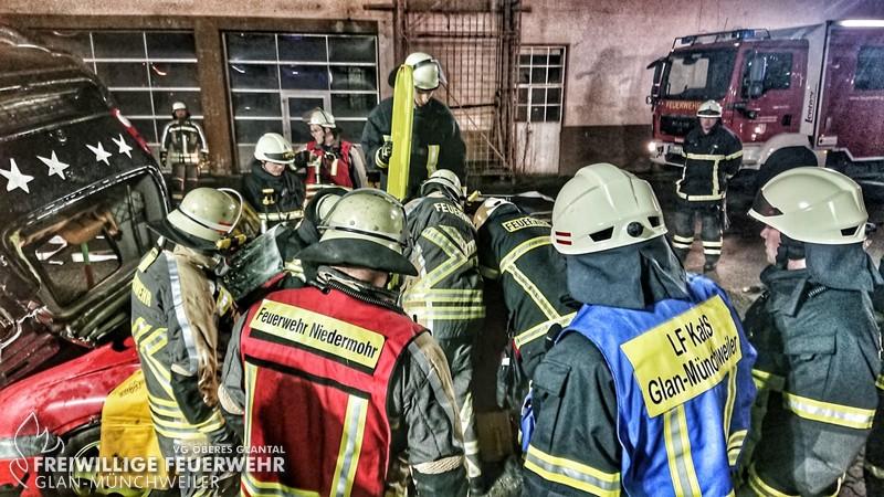 Gemeinschaftsübung mit der Feuerwehr Niedermohr